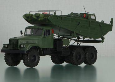 КрАЗ-255В катерный автомобиль с буксирно-моторным катером