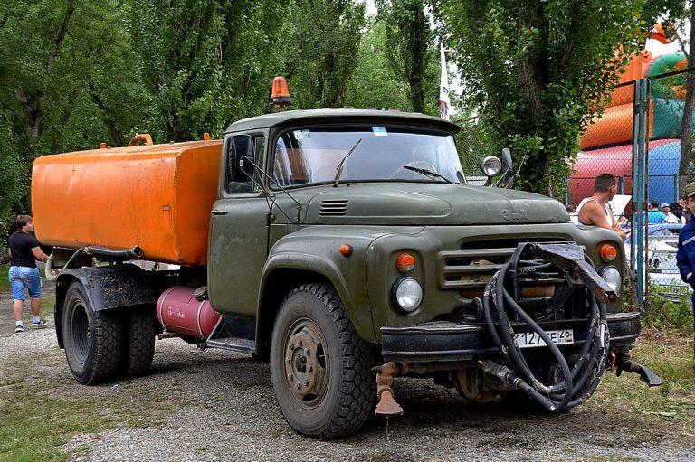 КО-002 поливомоечный автомобиль на шасси ЗиЛ-130-80