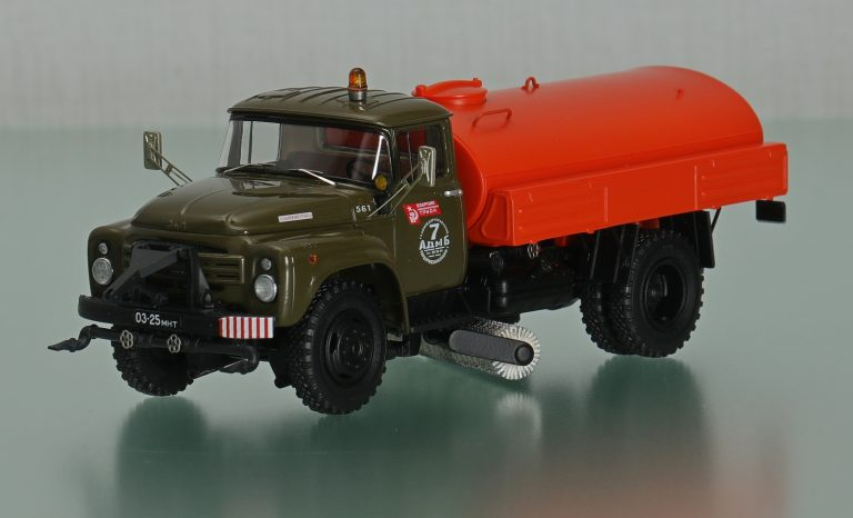 ПМ-130Б поливомоечная машина с подметальной щёткой на шасси ЗиЛ-130-76
