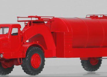 Пожарная автоцистерна на базе агрегата 8Г140 для заправки баллистических ракет серии Р-12/Р-14