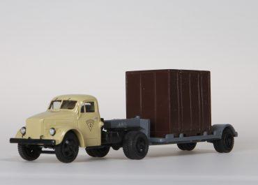 Автопоезд-контейнеровоз из ГАЗ-51П седельного тягача с полуприцепом Т-213