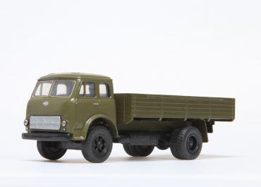 МАЗ-500А бортовой автомобиль с деревянной платформой