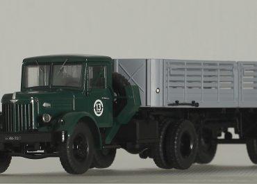 МАЗ-200В/200М седельный тягач с полуприцепом МАЗ-5215/5215Б
