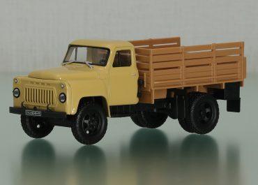 ГАЗ-52-05 автомобиль с бортовой платформой для грузопассажирских перевозок