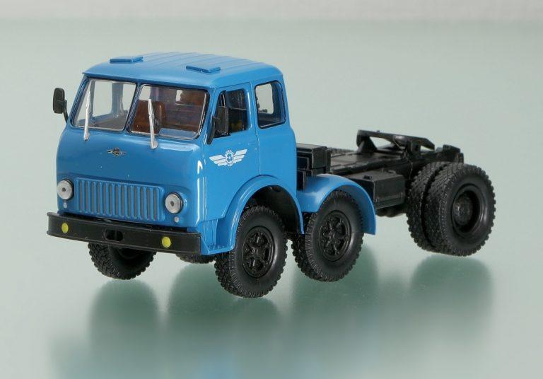 МАЗ-520В 6х2.4 опытный, магистральный седельный тягач для работы с полуприцепом МАЗ-5205