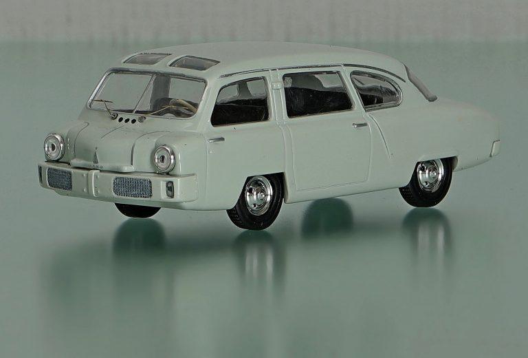 НАМИ-013 опытный легковой автомобиль вагонной компоновки