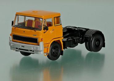 Шкода ЛИАЗ-100.45, Škoda LIAZ-100.45 седельный тягач для междугородных перевозок