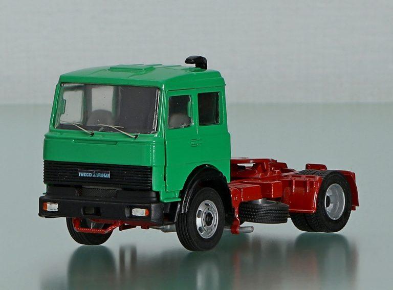 Iveco Uralaz 190-37HT, УралТраккер MP400 E 37HT опытный магистральный седельный тягач