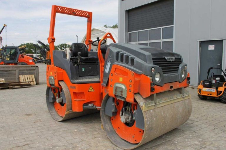 Hamm HD 14 VV articulated tandem with two vibratory drums roller