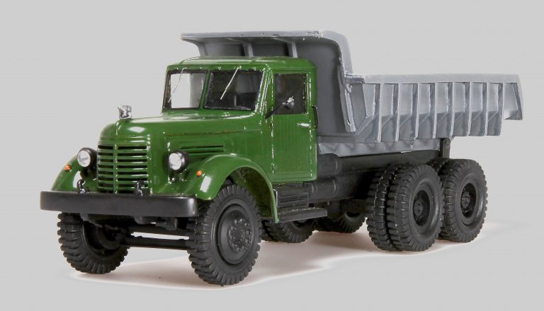 ЯАЗ-210Е карьерно-строительный самосвал задней выгрузки с ковшовым кузовом