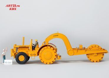 Tractor Caterpillar DW 20G w/Hyster Sheepsfoot wheels and pull packer.