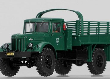 МАЗ-502А грузовой автомобиль с универсальной грузовой платформой и лебёдкой
