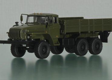 Урал-43202-10/43202-31 6х6 грузовик общетранспортного назначения с деревянной платформой