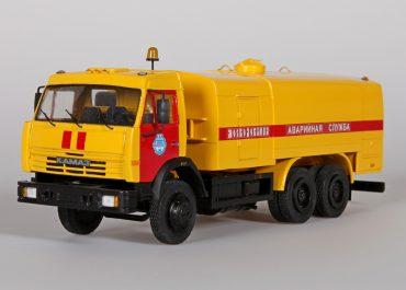 КО-512 каналопромывочная машина с цистерной на шасси КамАЗ-53215