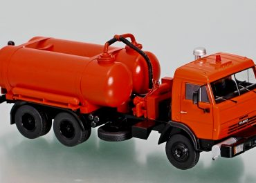 КО-505А вакуумная машина для забора и перевозки жидких отходов на шасси КамАЗ-65115