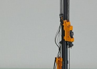 RTG RG21T pile driver witch telescopic leader on the base Bauer BS65RS