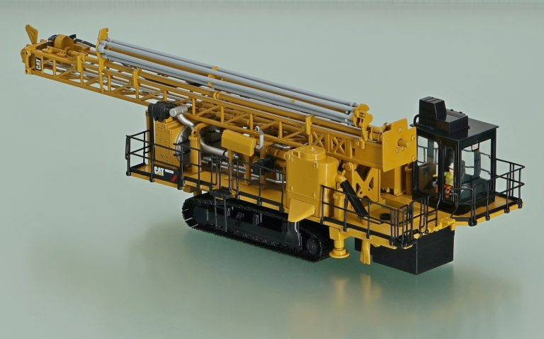 Caterpillar MD6250 rotary blasthole drill