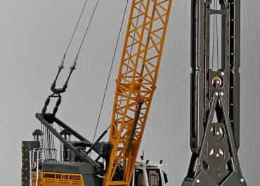 Liebherr HS 8100 HD crawler crane with grapple for foundation work