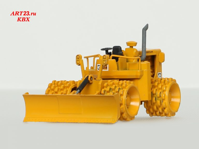 Caterpillar 825B articulated Landfill Compactor