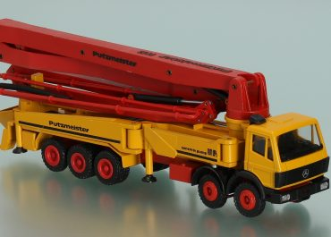 Putzmeister BRF 52.16H truck-mounted concrete pump with boom M52