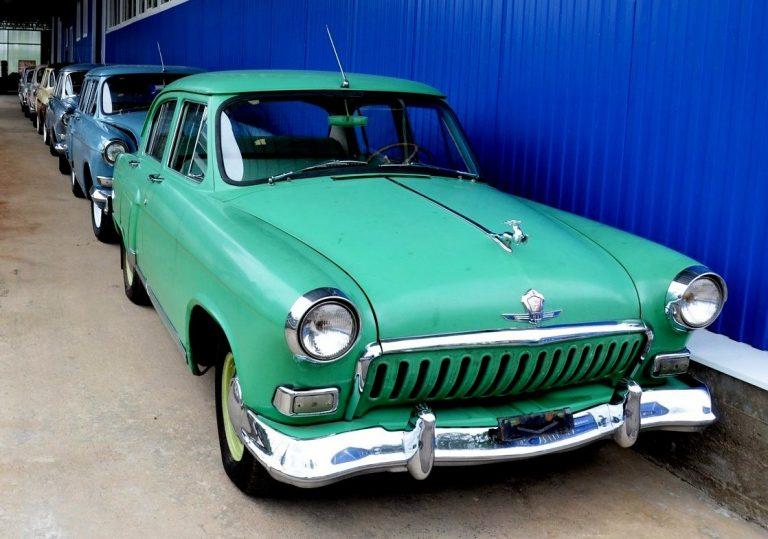 Волга М-21И заднеприводный автомобиль с кузовом седан