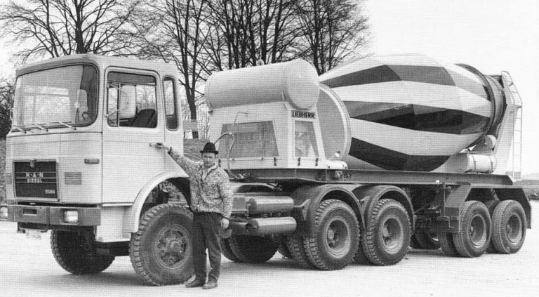 Liebherr HTM 1001 2-axle semi-trailer-truck mixer
