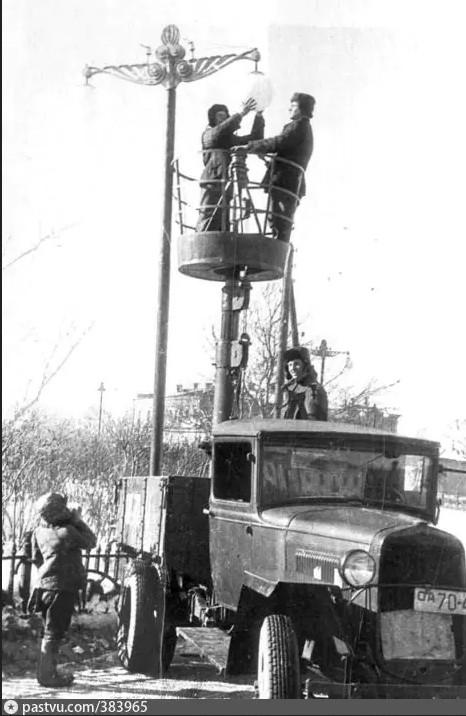 ГАЗ-АА бортовой грузовик со сборно-разборной вышкой для работы на высоте