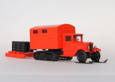 «Арктика», большая, на шасси ЗиС-22 полугусеничный фургон с грузовыми санями