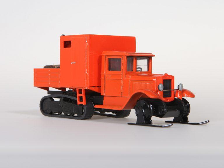 «Арктика», малая, на шасси ЗиС-22 полугусеничный фургон
