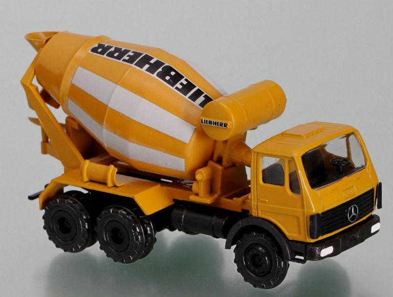 Liebherr HTM 603 truck mixer
