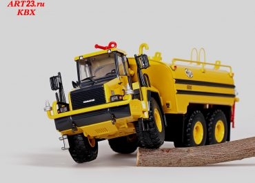 Mega MAC8 career Off-highway Water tanker