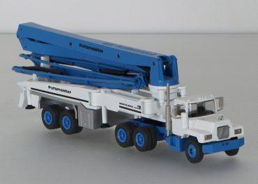 Putzmeister BFS 52.16H 2-axle semi-trailer-concrete pump with boom M52