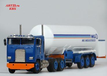 Freightliner FLA 9664T «Messer Griesheim» truck tractor with 3-axle semi-trailer-gas carrier ЕЕ 285