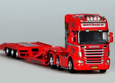 «Geurts Truck BV» road train for the transportation of trucks: truck tractor Scania R 620 Topline with 3-axle semi-trailer Estepe Trailer