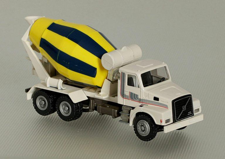 Stetter AM-7FH truck mixer