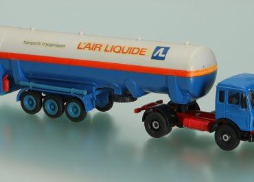 Mercedes Benz NG 1632S «L' air Liquide, France» truck tractor with 3-axle semi-trailer-tank TT 300