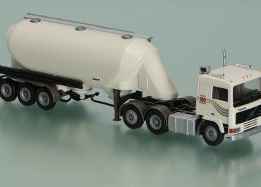 Volvo F 12-400 Intercooler truck tractor with 3-axle semi-trailer-powder