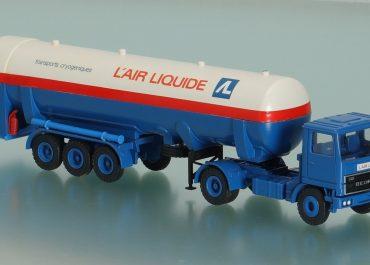 Bedford TM V8 340 «L' air Liquide, France» truck tractor with 3-axle semi-trailer-tank TT 300