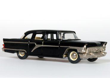 ГАЗ-13 «Чайка» советский представительский легковой автомобиль большого класса