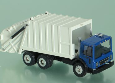 Leach 2RII Packmaster garbage truck on the chassis Mack MR 680S