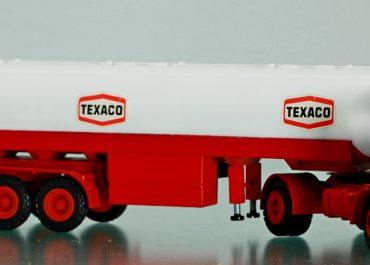 MAN F8 19.304 FS «Texaco» truck tractor with 3-axle semi-trailer-tank
