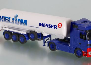 Mercedes Benz Actros MP2 Megaspace 1844S «Messer Griesheim» truck tractor with 3-axle semi-trailer T 285