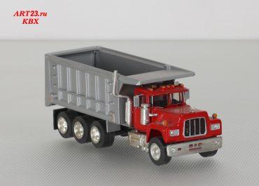 Mack R600 construction rear dump truck