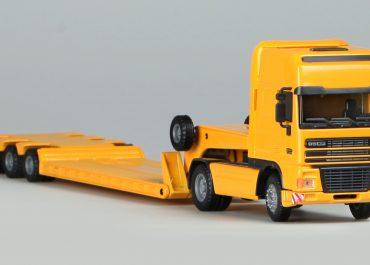 DAF FA 95XF.420 truck tractor with low-frame semi-Truck-trailer Goldhofer STZ-VL3