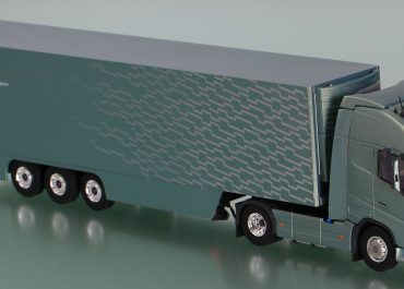 Volvo FH III 16-540 Highway truck tractor with semi-trailer-refrigerator, installation Thermo King SLX 400