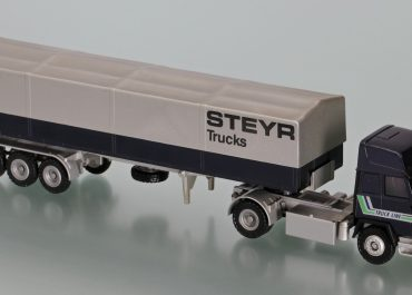 Steyr 19S33 «Steyr Truck» Highway truck tractor with flatbed semi-trailer