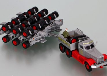 Diamond T980 «Sunter Brothers LTD» ballast tractor  with two trolley Nicholas